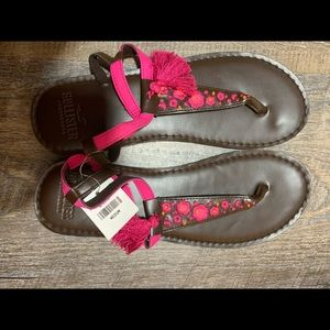 Hollister pretty embroidered flip flops